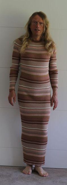 Men in dresses Mann im roten Kleid   Man in skirt and dresses, men ...