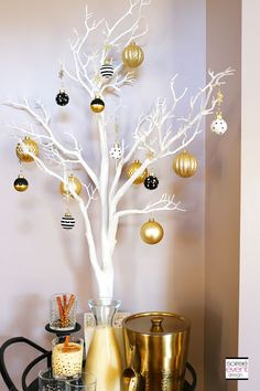How to Mix and Match Decor for a Rustic Chic and Modern Glam Christmas! – Home Decoration Christmas Trends, Modern Christmas, Pink Christmas, Christmas Inspiration, Rustic Christmas, All Things Christmas, Beautiful Christmas, Christmas Ornaments, Office Christmas Decorations