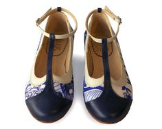 Romantic flat leather shoe in blue. Handmade in Argentina.    * Leather upper  * Leather insole  * Leather sole  * 1/3 inch heel  * Super comfy