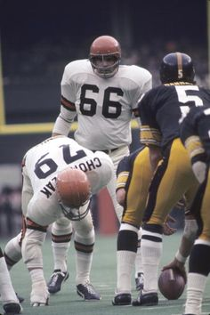 Linebacker Bill Bergey #66 of the Cincinnati Bengals gets ready for the next play during a game against the Pittsburgh Steelers on December 12, 1971 at Riverfront Stadium in Cincinnati, Ohio