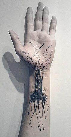 tatoo main arbre