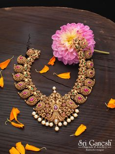 get latest and most unique collection in south Indian bridal jewellery only at Sri Ganesh Diamonds and Jewellery, Sadashivnagar South Indian Bridal Jewellery, Indian Jewellery Design, Latest Jewellery, Indian Jewelry, Bridal Jewelry, Jewelry Design, Gold Jewelry Simple, Simple Necklace, Gold Necklace
