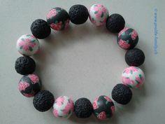 """Armkette in schwarz-weiss mit pinkfarbenem Blumenmotiv - Zu finden auf www.prolife-family.ch in """"Shop für Afrika""""."""