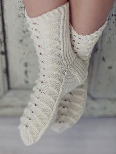 These pretty woman's lace socks in Novita 7 Veljestä Brothers) yarn feature a popular lace stitch pattern. Knitting Socks, Knitting Needles, Hand Knitting, Knit Socks, Easy Knitting Patterns, Crochet Patterns, Lace Socks, Knitting Videos, Cool Socks