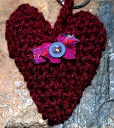 Πλεκτή καρδούλα με το βελονάκι και νήμα, πολύ ωραία ιδέα για δώρα, κλειδοκράτορες κλπ.