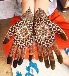 Get Karwa Chauth Mehndi Designs. Get Step by Step Henna (Mehandi Designs) for Karva Chauth that are Specially Designed to Impress Husband. Henna Hand Designs, Mehndi Designs Finger, Latest Arabic Mehndi Designs, Mehndi Designs 2018, Modern Mehndi Designs, Mehndi Designs For Beginners, Wedding Mehndi Designs, Mehndi Designs For Fingers, Beautiful Henna Designs