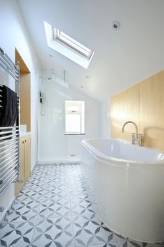 Showers and bath tubs that amp up the style factor. Photography by Nigel Rigden. Design by Brown + Brown Architects (brownandbrownarchitects.com).
