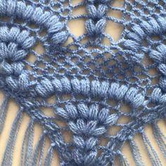 Discover thousands of images about Hobby lavori femminili - ricamo - uncinetto - maglia: scialle triangolare uncinetto Crochet Fox, Love Crochet, Vintage Crochet, Crochet Stitches, Diy Crafts Crochet, Crochet Projects, Shawl Patterns, Crochet Patterns, Crochet Scarves