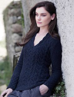 Wool Cashmere Cable V-Neck Sweater 625300deb