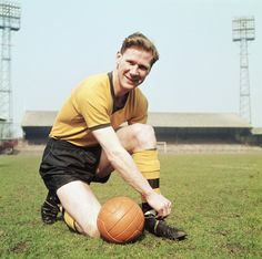 Wolverhampton Wanderers and England defender Bill Slater poses for a picture at Molinuex circa 1960 in Wolverhampton, England. Get premium, high resolution news photos at Getty Images Wolverhampton Wanderers Fc, Portrait Pictures, Photos, Football Stickers, Everton Fc, World Star, Football Soccer, Back In The Day, Nostalgia