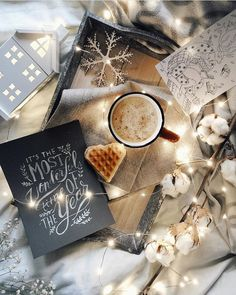 Hand Lettering and illustration Christmas flatlay inspiration Christmas Mood, Noel Christmas, Christmas Photos, Christmas And New Year, All Things Christmas, Christmas Flatlay, Christmas Coffee, Winter Things, Christmas 2019