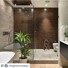 #Repost @imaginevoceaqui ・・・ Transparência enriquece banheiro cheio de estilo, destacando acessórios contemporâneos marcantes e revestimentos diferenciados. Regram @dreambathroom. #arquitetura #arquiteto #Archtects #archdesign #arqui #arq #bathroom #banheiro #moderndecor #modernstyle #moderndesign #revestimentos #banheira #lightdesign #iluminação #inspiração #interiores #interiors #interiordesign #instabest #glass #banheira #referencia #idea #details #decor #design #designer #designinterior