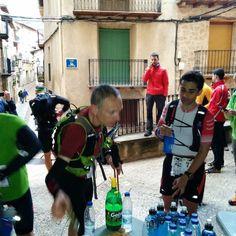 Participants  de l'ultratrail Estels del Sud (105km i 5145md) pel control/avituallament de Beseit (km 21) #Arnes #Beseit #Caro #Paüls #terresdelebre #matarranya #Maestrat #TerraAlta #Montsia #BaixEbre #ultratrail #estelsdelsud #ultraestelsdelsud#ultraestelsdelsud2016 #TrailRoquetes @feec_cat #cursesdemuntanya #cursespermuntanya #trailrunning #elsPorts #ParcNaturalDelsPorts #esportur #EsporTourEbre #vidaactiva #ebreactiu