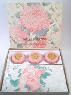Vintage Avon Tender Blossoms Guest Towels & Soap Set  1977-1978