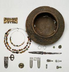 123 Perlen (Schmuck); Inventarnummer: FG2345_a; Datierung: 1. Hälfte bis Mitte 7. Jh.; Material/Technik: Glas, Bernstein; GERMANISCHES NATIONALMUSEUM