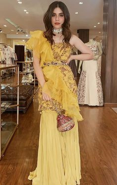 Beautiful formal party wear - Beautiful formal p Indian Fashion Dresses, Indian Bridal Outfits, Indian Gowns Dresses, Indian Party Wear, Dress Indian Style, Indian Designer Outfits, Indian Fashion Trends, Party Kleidung, Formal Wear Women