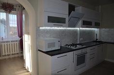 Кухня: проходная комната, совмещенная с гостиной