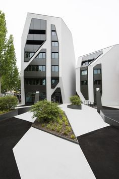 A modern house architecture style is famous with its innovative design. Futuristic Architecture, Facade Architecture, Sustainable Architecture, Residential Architecture, Amazing Architecture, Contemporary Architecture, Residential Building Design, Design Exterior, Facade Design