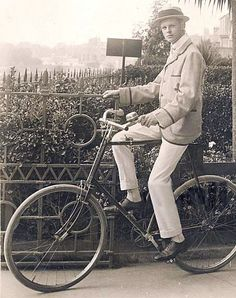1890s Cycling Fashions for Men: White Flannel Pants, Blazer & Boater