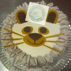 Tarta casera de bizcocho de almendra recubierta de trufa #migaspanybolleria #delabuelo #alicantegram #Alicante #alicantephoto #alicante_city #cumpleaños #instalicante #igersspain #instafriends #panaderia #pan #cake #igersalicante