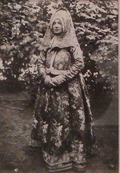 «Праздничная одежда народов России» ---  старые гравюры и фотографии. Пост в жж.