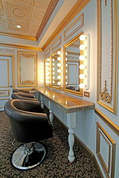 The Manor Manor Bridal Suite – Versailles Salon II – The stations also features three large swivel and height-adjustable lounge … Bridal Boutique Interior, Brides Room, Salon Chairs, Home Salon, Hair Stations, Salon Stations, Makeup Rooms, Bridal Salon, Bridal Suite