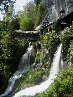 XXXX Reise durch die Schweiz : Wasserfälle bei der Beatushöhle im Kanton Bern in der Schweiz | Flickr - Photo Sharing!