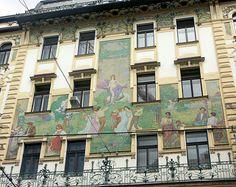 Мозаичное панно на фасаде