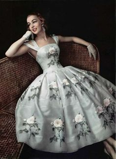 L'Officiel, 1956    Oh, what I would do for that dress…