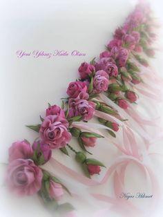 Ribbon roses, Nigar Hikmet