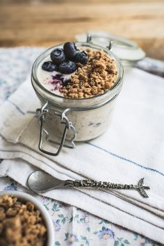 19. Blueberry Overnight Oats #healthy #breakfast #recipes http://greatist.com/health/healthy-fast-breakfast-recipes