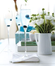 Perfect for our CoolSculpting party! Add a hint of something blue to the champagne toast with blueberries! Cocktail Party Food, Party Drinks, Cocktail Drinks, Cocktail Recipes, Cocktail Ideas, Champagne Toast, Champagne Cocktail, Signature Cocktail, Champagne Flutes