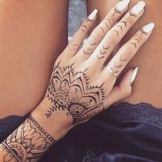 1dbe1c92a Look: Rihanna Gets New Henna-Inspired Tattoo All Over Her Hand ...