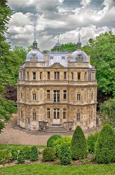 The Chateau Monte Cristo, the home of writer Alexandre Dumas in le Port-Marly, Yvelines, France. The chateau is now a museum. Beautiful Castles, Beautiful Buildings, Beautiful Places, Castle In The Sky, Castle Ruins, Le Palais, French Chateau, Beautiful Architecture, Gothic Architecture