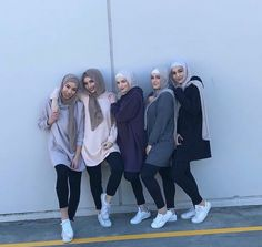 Discover recipes, home ideas, style inspiration and other ideas to try. Casual Hijab Outfit, Hijab Chic, Islamic Fashion, Muslim Fashion, Hijab Hipster, Chic Outfits, Fashion Outfits, Modele Hijab, Street Hijab Fashion