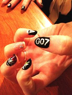 manicure I made. From my blog :Alice In Montréal