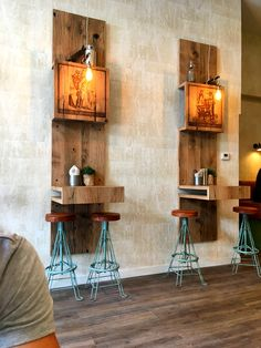 Perfect wood Coffee Bar Design, Coffee Shop Interior Design, Restaurant Interior Design, Cafe Interior, Cafe Design, Restaurant Patio, Restaurant Furniture, Pallet Madeira, Industrial Coffee Shop