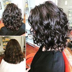 Beliebte Kurzhaarfrisuren 2018 – 2019 , Popular Short Curly Hairstyles 2018 – 2019 , Hair / Haare Source by contandodestino Curly Hair Styles, Thick Curly Hair, Haircuts For Curly Hair, Medium Hair Styles, Natural Hair Styles, Bob Haircuts, Natural Curls, Curly Hair Layers, Curly Hairstyles For Medium Hair