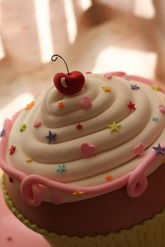 "Im in love with this!>:3 HUGE CUPCAKE ""CAKE"""