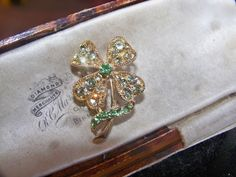 VINTAGE CELTIC JEWELLERY IRISH SHAMROCK 4 LEAF CLOVER RHINESTONE BROOCH LACE PIN