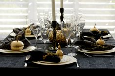 Image detail for -Elegant Halloween Decorations For the Dining Room Halloween Table, Halloween Party Decor, Halloween Pumpkins, Casa Halloween, Gold Christmas Ornaments, Black Christmas, Decoration Chic, Deco Table Noel, Metal Pumpkins