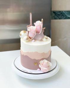 Cake Decorating Frosting, Cake Decorating Designs, Cake Decorating Supplies, Cake Decorating Techniques, Birthday Cake Decorating, Elegant Birthday Cakes, Beautiful Birthday Cakes, Beautiful Cake Designs, Modern Cakes