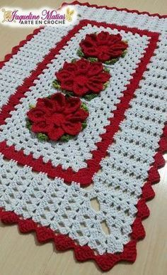 Wonderful Crochet a Solid Granny Square Ideas That You Would Love Free Crochet Doily Patterns, Crochet Placemats, Crochet Table Runner, Christmas Crochet Patterns, Crochet Squares, Crochet Doilies, Crochet Flowers, Yarn Crafts, Fabric Crafts