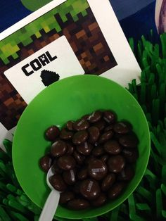 Minecraft party ideas, cake, and favors