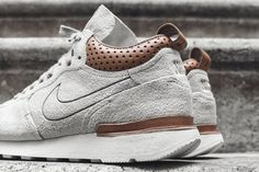 Internationalist Mid silhouette Suede upper Leather diamond perforated collar Leather heel pulls and heel counter Embroidered Nike branding Rubber midsole Sty Me Too Shoes, Men's Shoes, Nike Shoes, Shoes Sneakers, Mens Fashion Shoes, Sneakers Fashion, Style Masculin, Lookbook, Yeezy