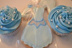 Cinderella Cupcakes!! Order today at www.cakegirlskitchen.com. Feel free to leave any party planning inquiries while you're there! #cakegirlskitchen Follow @cakegirlskitchen on Pinterest!