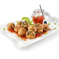 Stasera in cucina vi darà una mano AIA: Polpette di spinaci e ricotta in salsa di pomodoro! Indovinate chi penserà alle polpette e chi alla salsa? :)  #LeIdeediAIA #AIA #polpette #sugo #basilico #olio #ricetta #ricettario #cucina #cucinare #cucinaitaliana