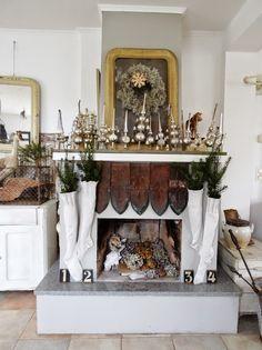 princessgreeneye: Christmas mantelpiece and 2 Surprises ................