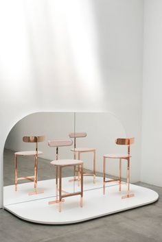 Yabu Pushelberg have added new furniture and accessoriesto their collection with Canadian brand Avenue Road. Yabu Pushelberg's collections for Avenue. Bar Chairs, Dining Chairs, Room Chairs, Side Chairs, New Furniture, Furniture Design, Yabu Pushelberg, Chic Desk, Chaise Bar