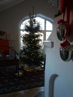 stiligahem.se | Christmas tree and beautiful Windows decorations